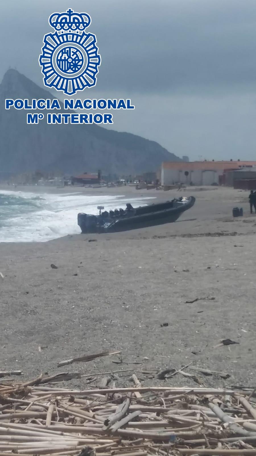 La Policía rescata a seis personas tras la colisión de dos embarcaciones semirrígidas