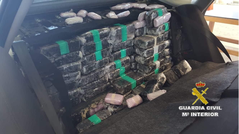 La Guardia Civil interviene en el Puerto de Algeciras 505 kilos de hachís ocultos en un turismo