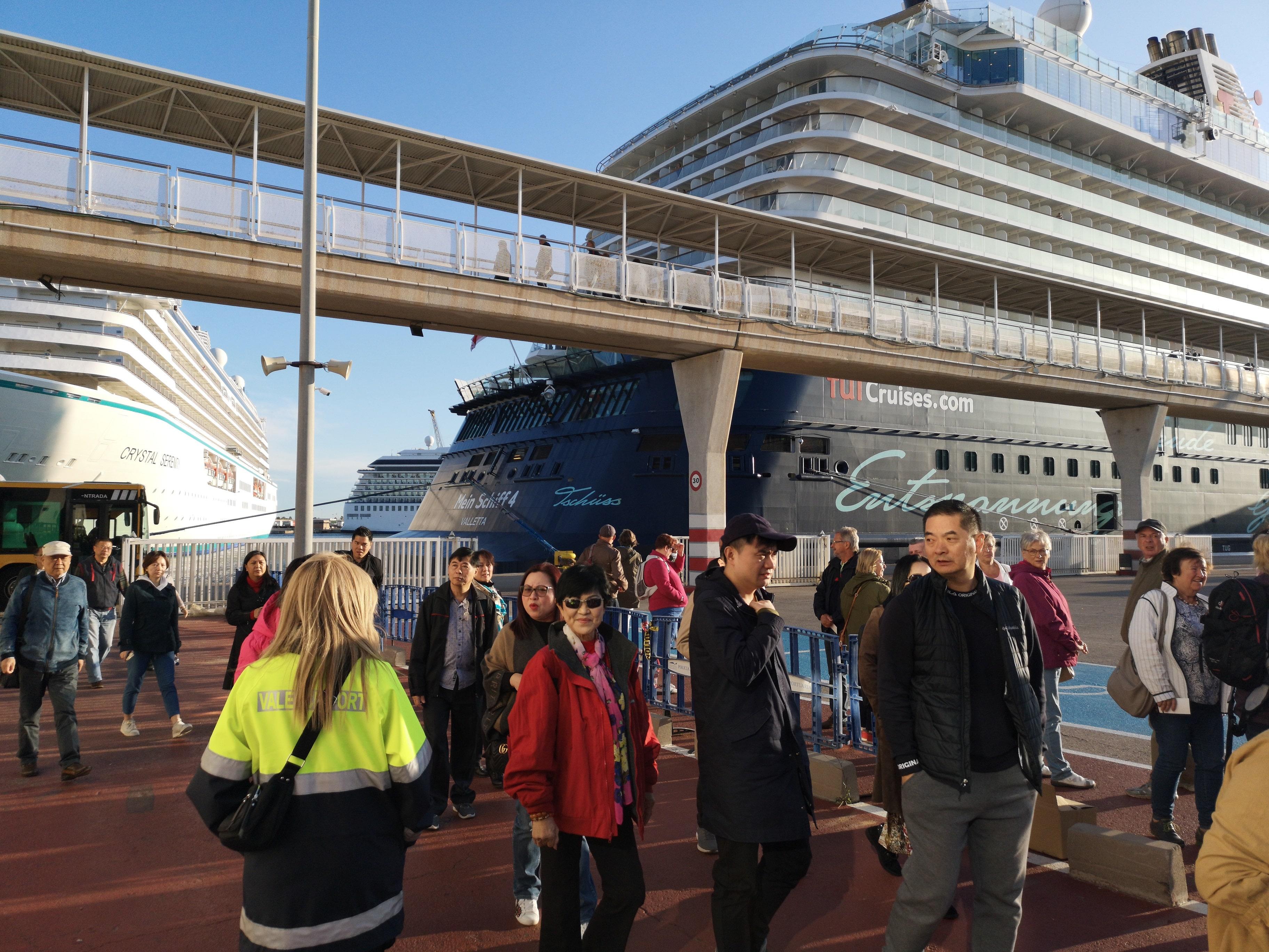 La llegada simultánea de cinco cruceros a Valenciaport ha activado toda la oferta turística de la provincia