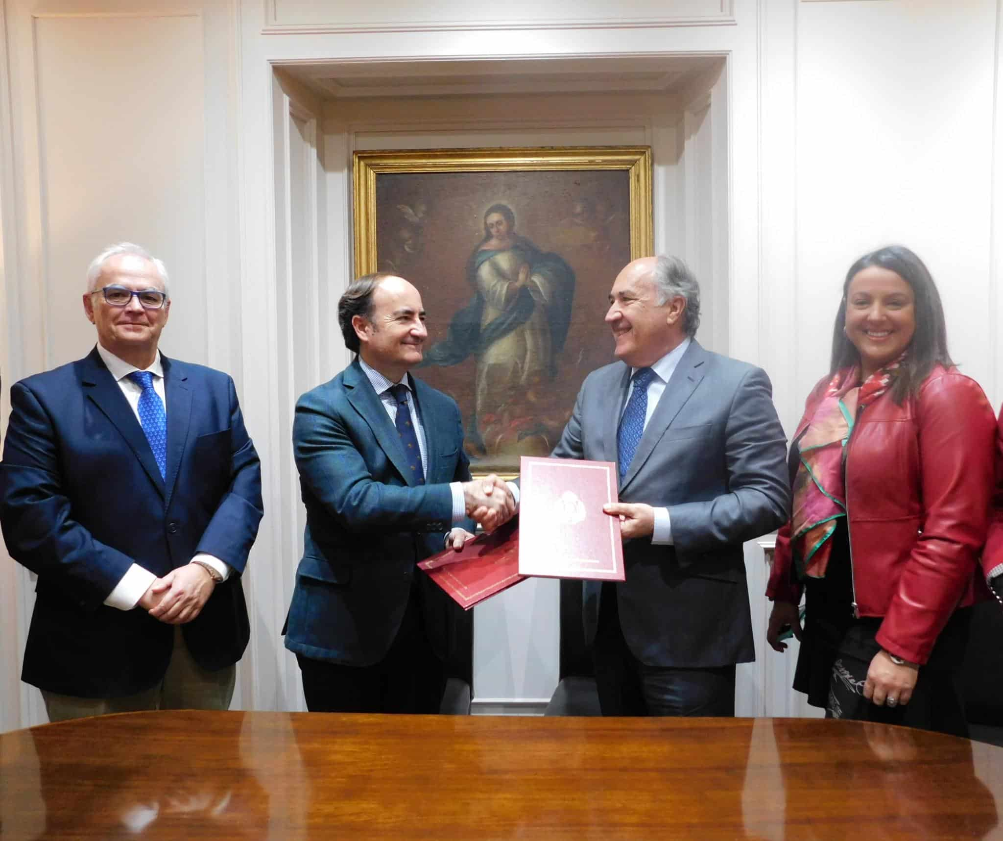 """El Ayuntamiento y el Puerto firman un convenio de colaboración en relación con la actividad """"Conoce tu puerto"""""""