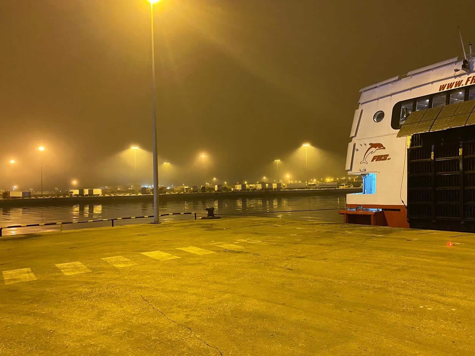 Tarde - noche de densa niebla, bocinas y cancelaciones
