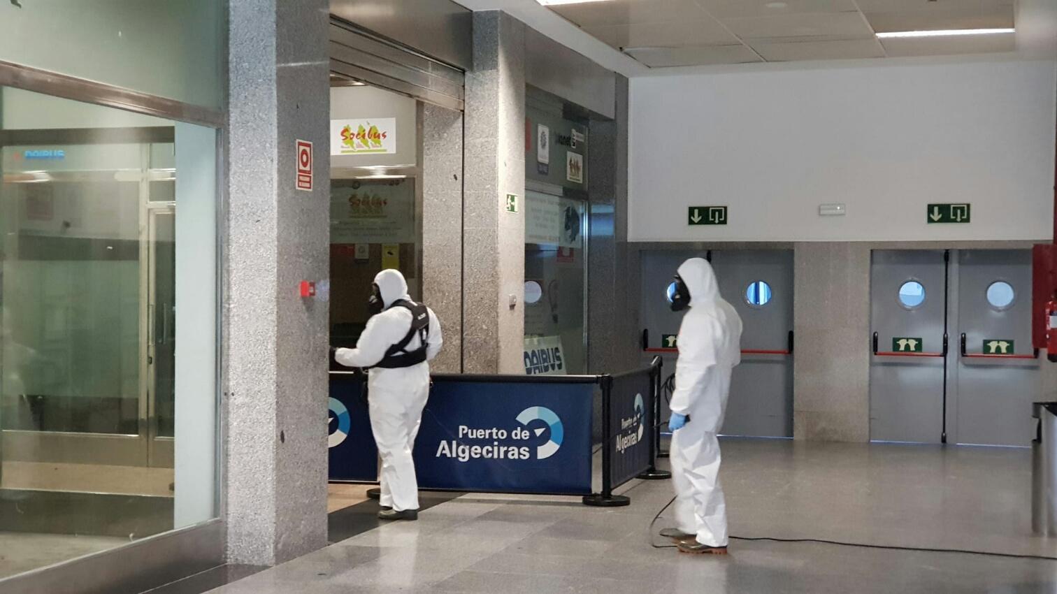 Nuevas labores de desinfección de Infantería de Marina en el puerto de Algeciras