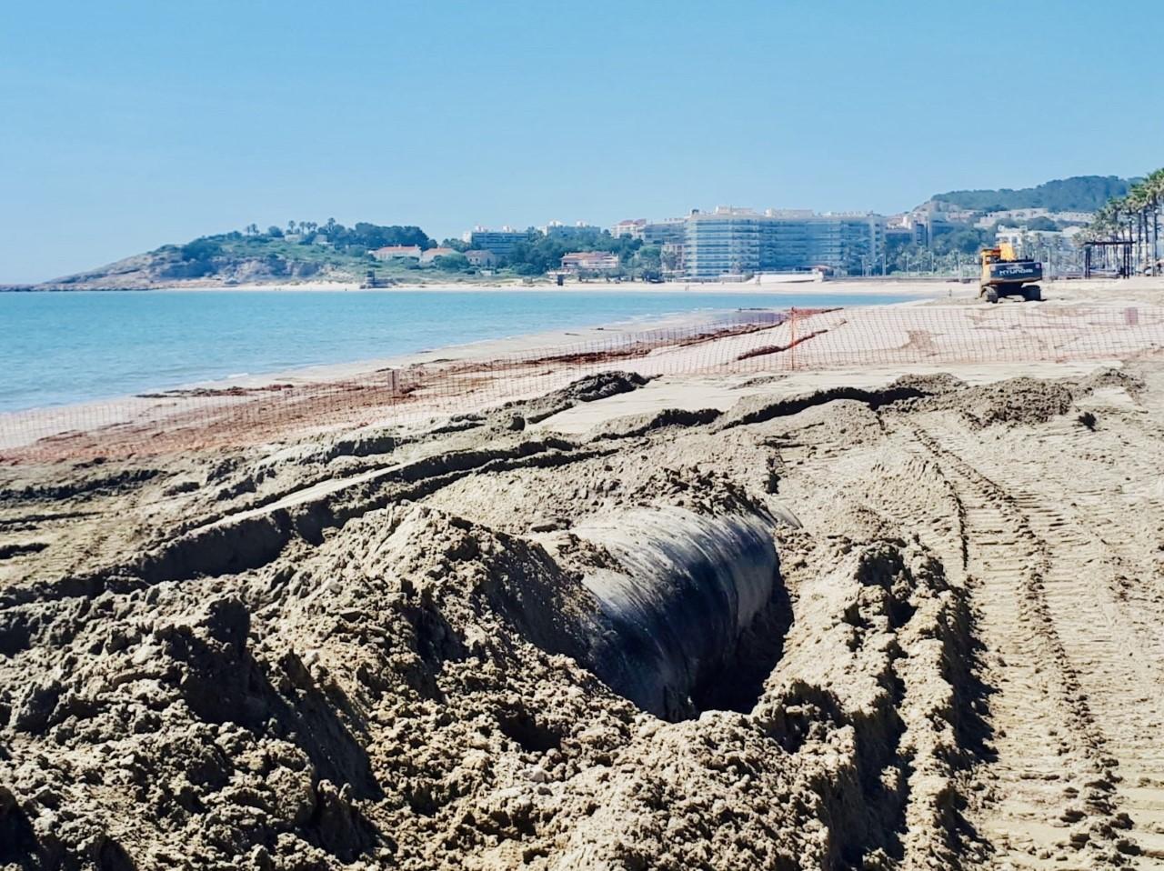 La Draga, que opera en la playa de la Pineda, alcanza los 50.000 m3 de arena