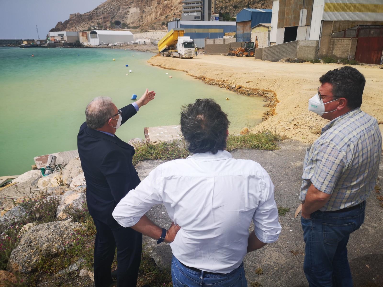 Avanza el acondicionamiento del fondeadero del puerto de Almería con la construcción de una nueva escollera