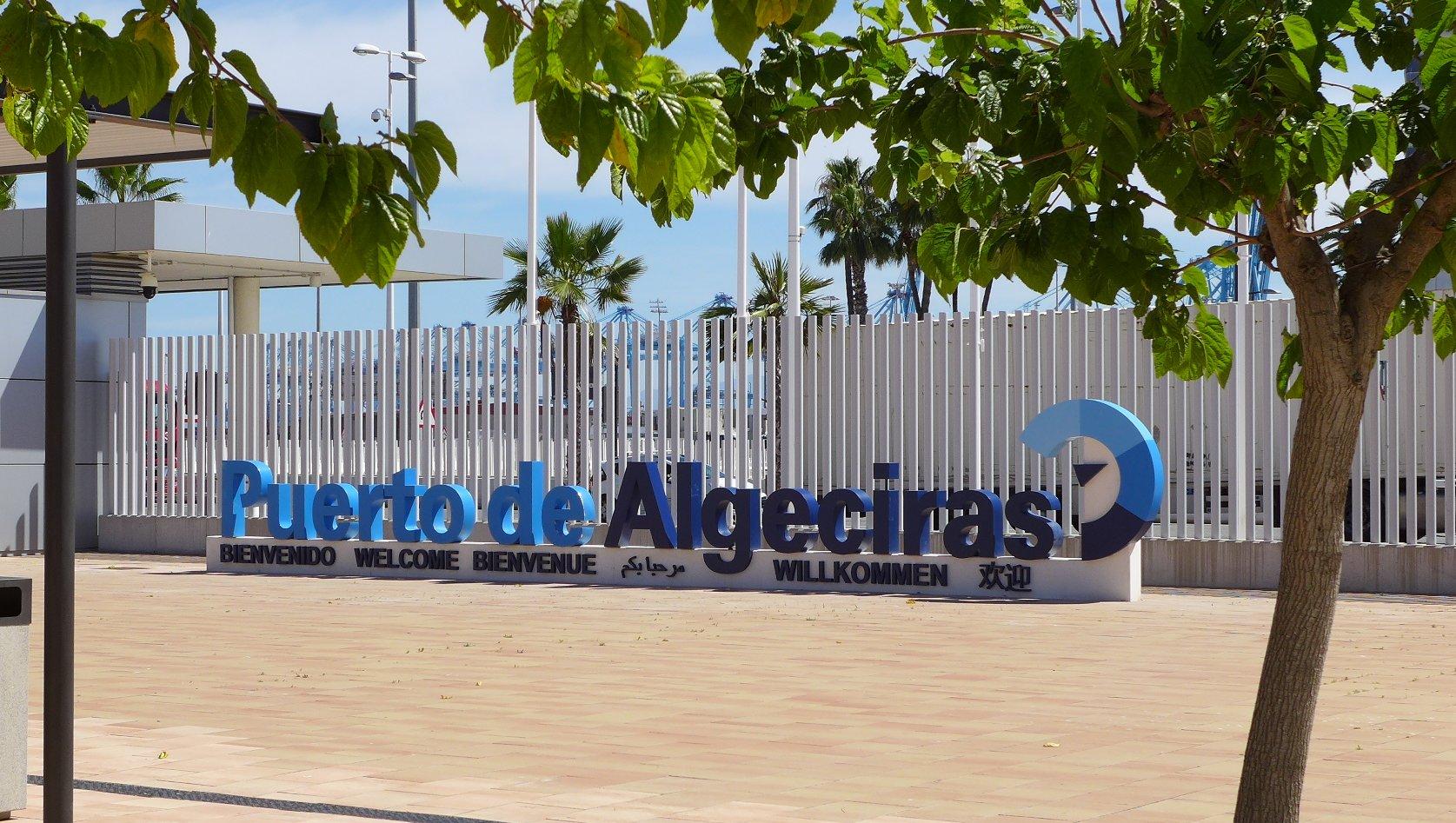 """La Plaza del acceso central """"Paco de Lucía"""" va adquiriendo una nueva fisonomía"""