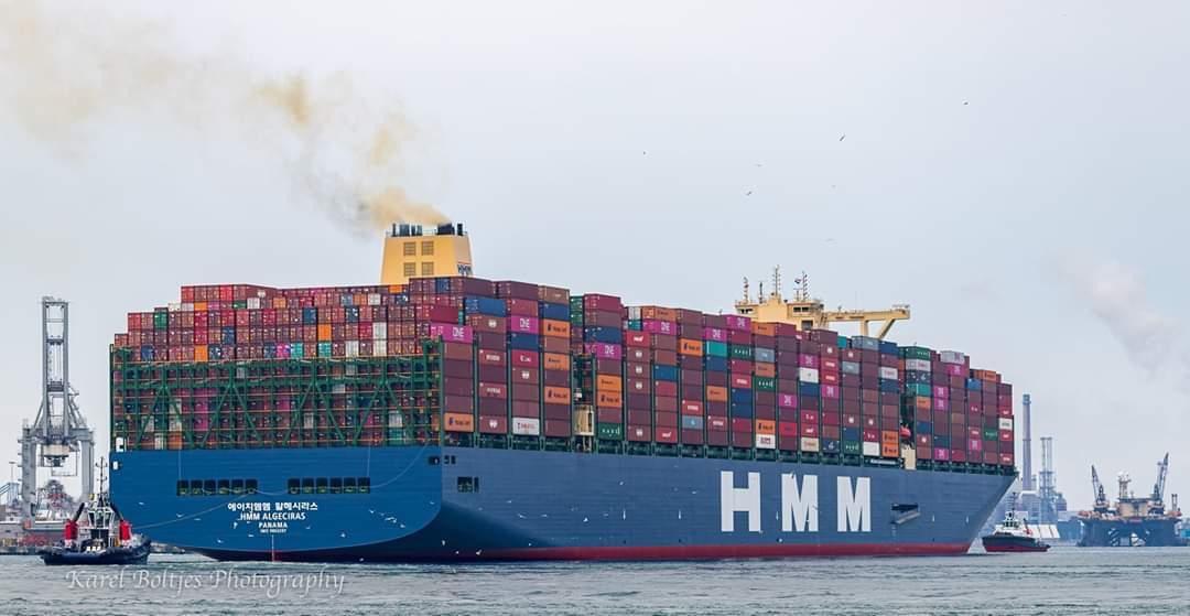 El HMM Algeciras `toca´ muelle europeo