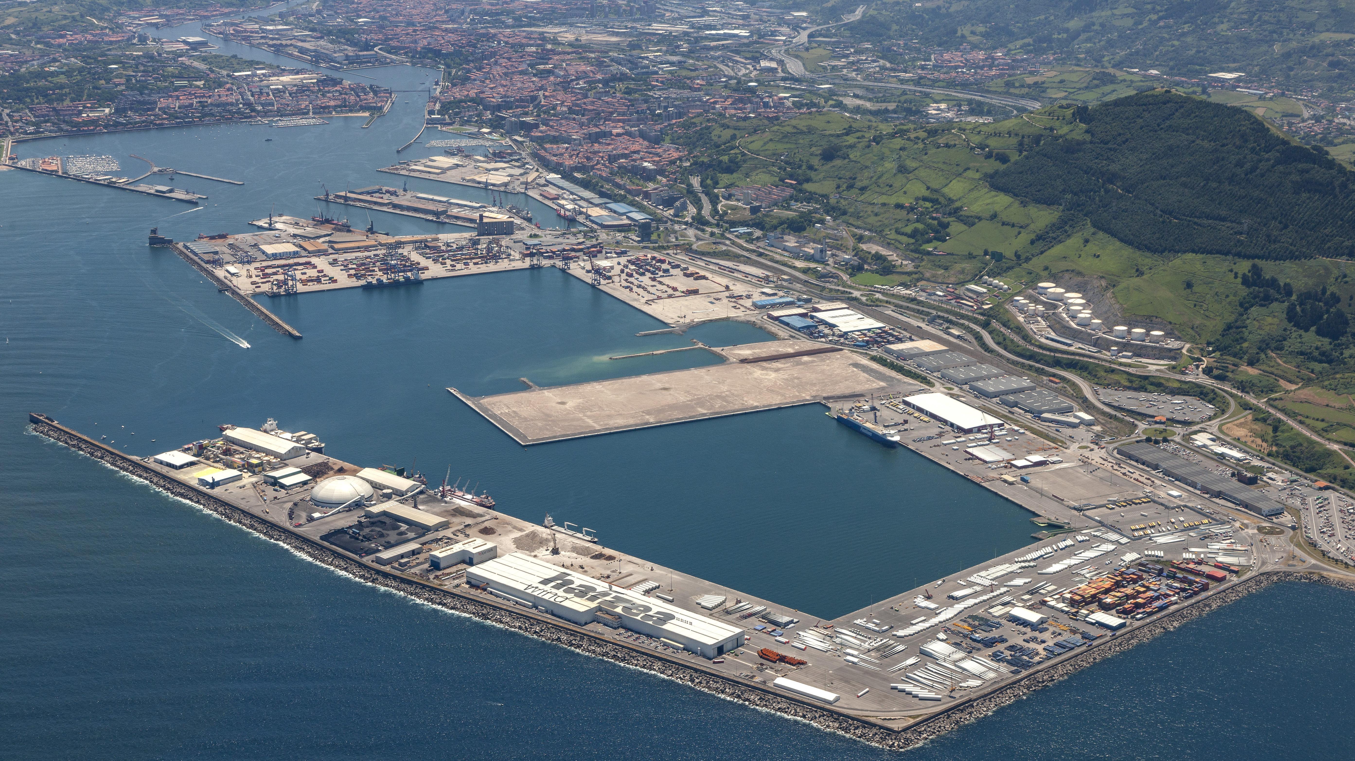 El Puerto de Bilbao cierra el primer semestre con un descenso contenido pese a la crisis de la COVID-19