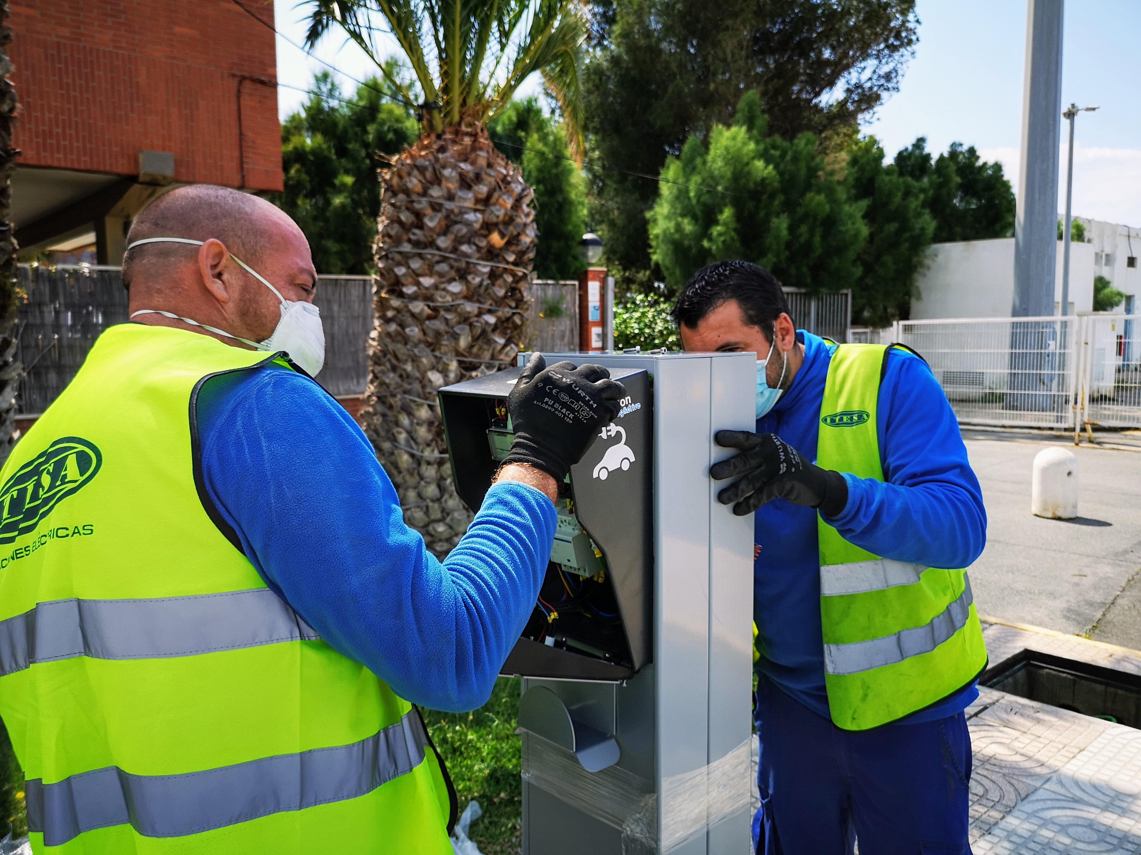 La Autoridad Portuaria de Almería instala 14 puntos de recarga para vehículos eléctricos en los puertos