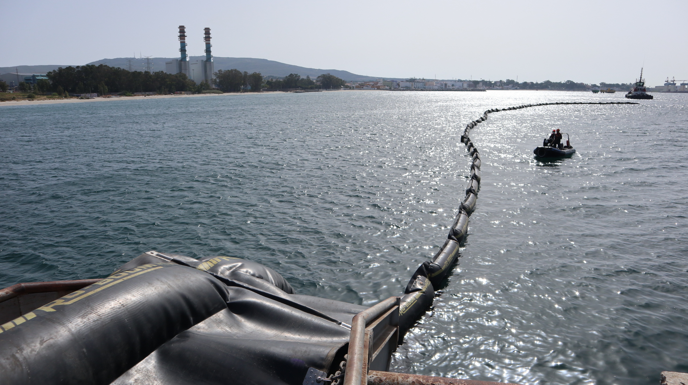 Cepsa realiza un simulacro contra la contaminación marina accidental en el pantalán de la refinería Gibraltar-San Roque