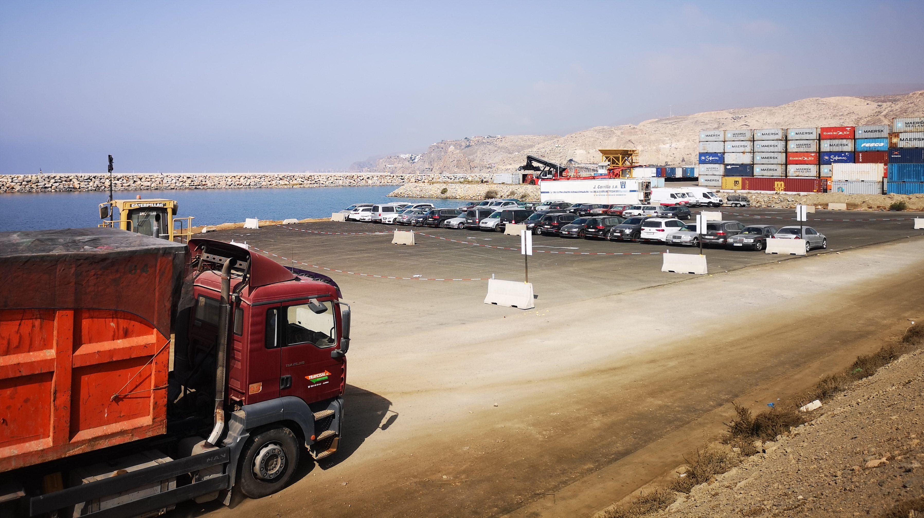 Entra en funcionamiento la nueva explanada ganada al mar en el puerto de Almería