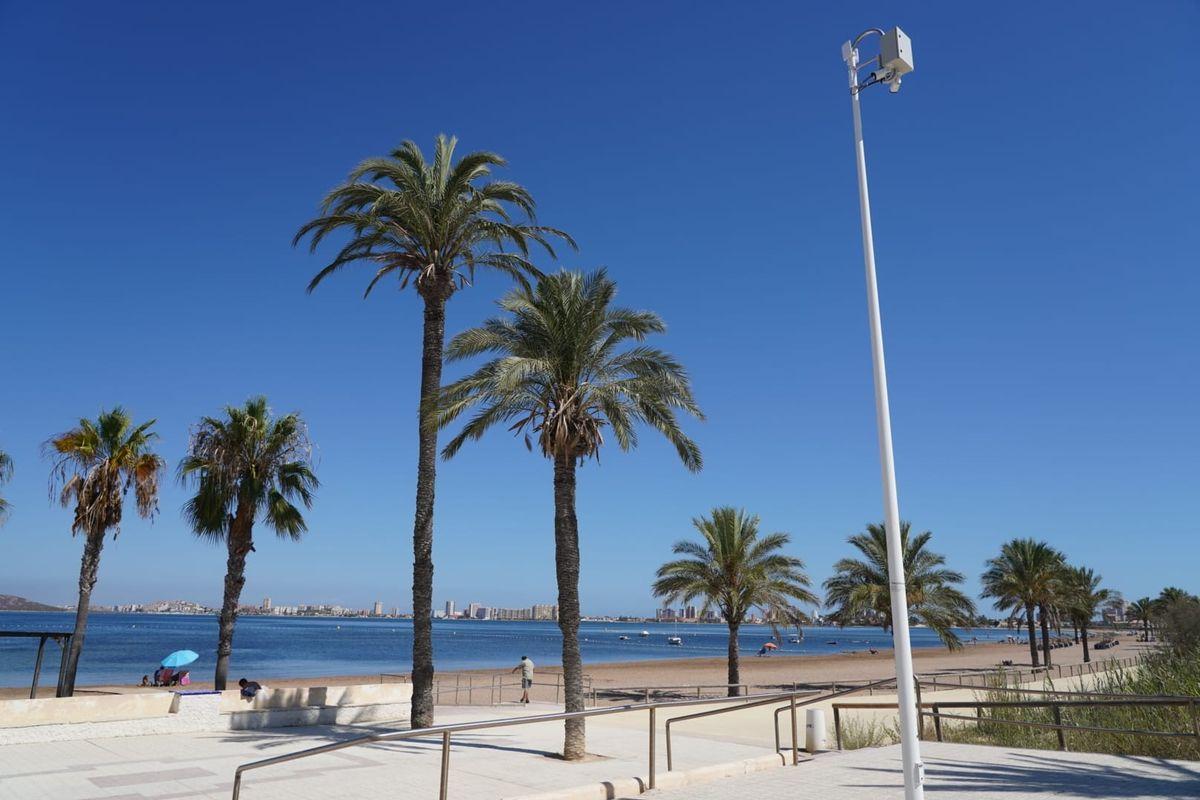 Colocan cámaras en el Mar Menor para hacer un seguimiento meteorológico y del estado del agua