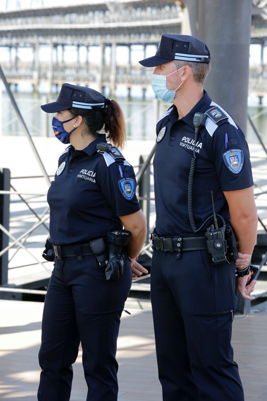 La Policía Portuaria presenta a los onubenses sus nuevos uniformes más sostenibles