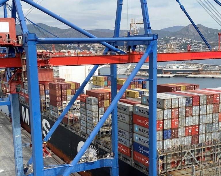 El puerto de Málaga acoge en una semana a dos de los más grandes portacontenedores de su historia