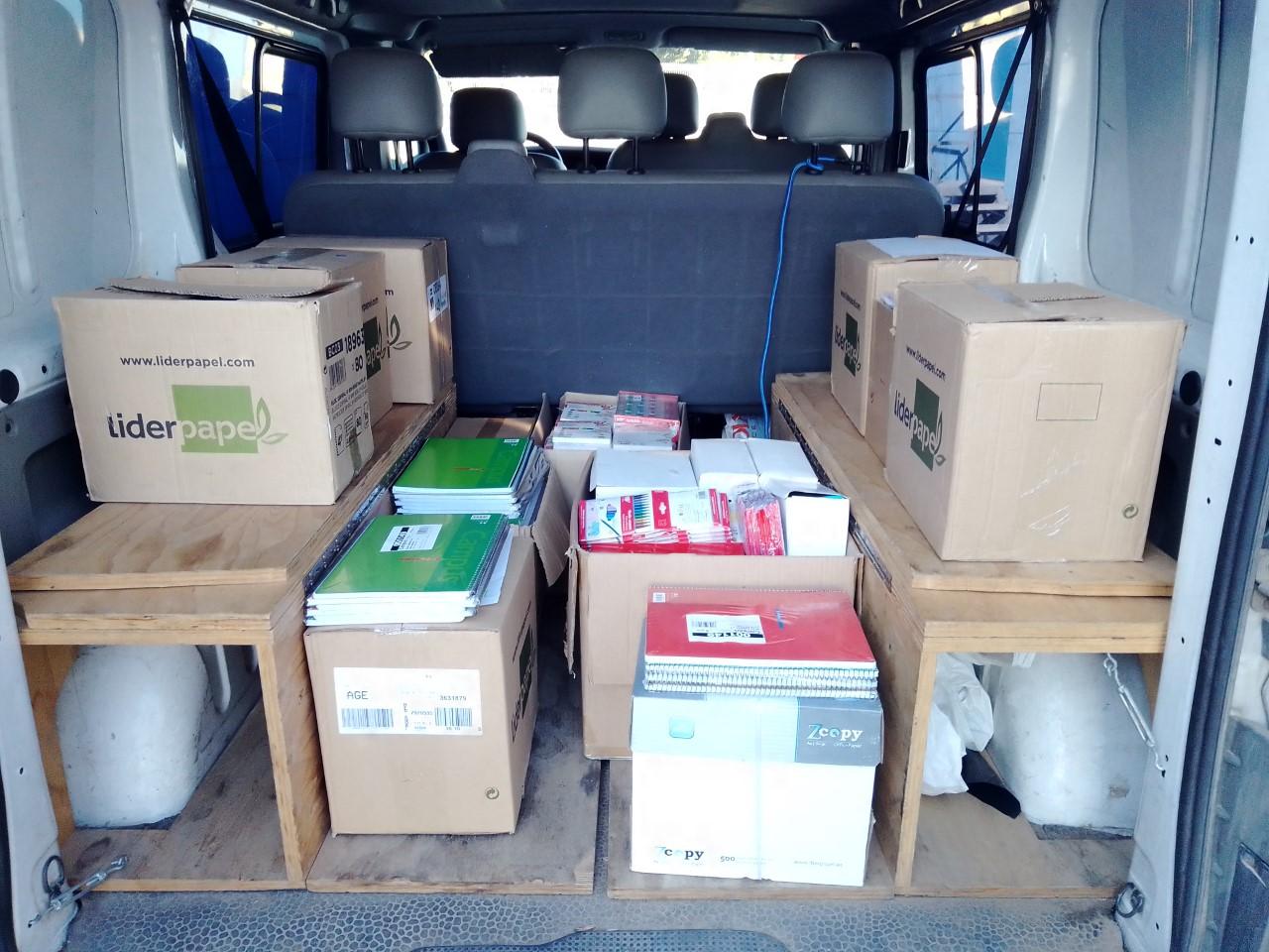 La Coordinadora Solidaria del puerto de Algeciras entrega material escolar a varios centros educativos