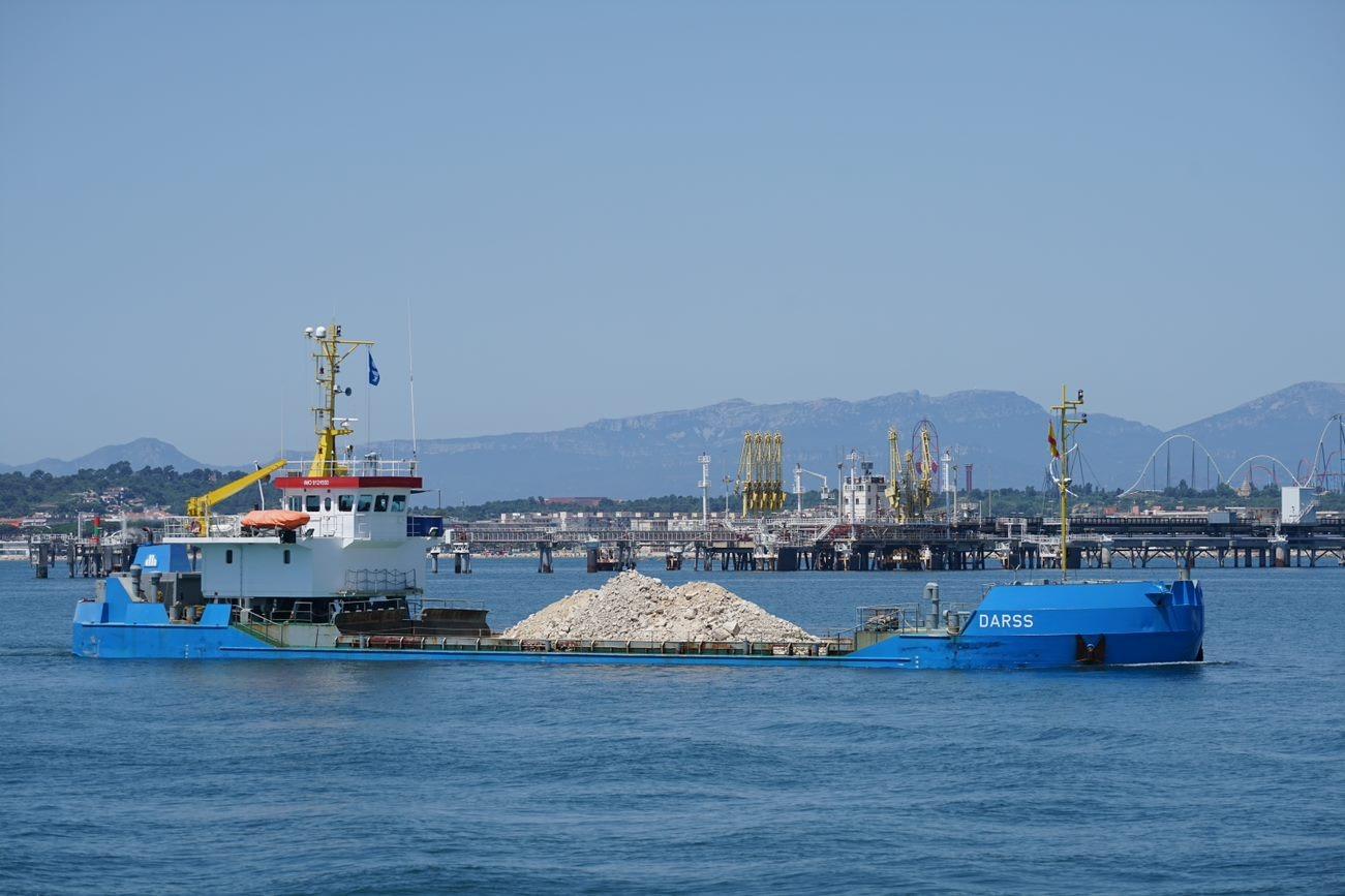 Transportadas 645.000 toneladas de material de escollera al muelle Baleares del puerto de Tarragona