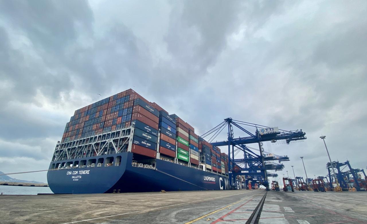"""La terminal de TTIA recibe al """"CMA CGM Tenere"""", propulsado por GNL"""