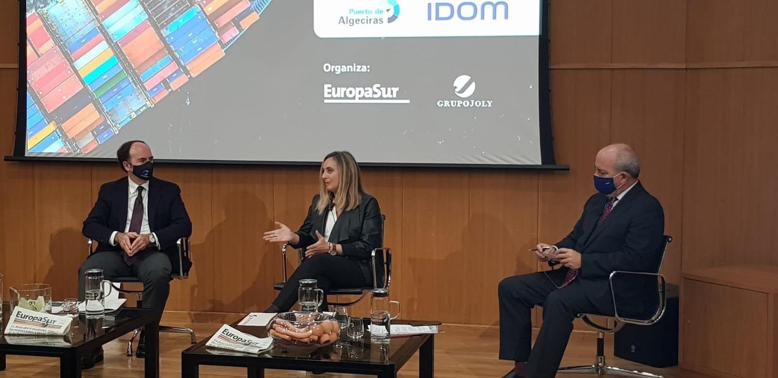 """El alcalde de Algeciras entrega a la consejera de Fomento el proyecto del """"Ramal Central"""""""