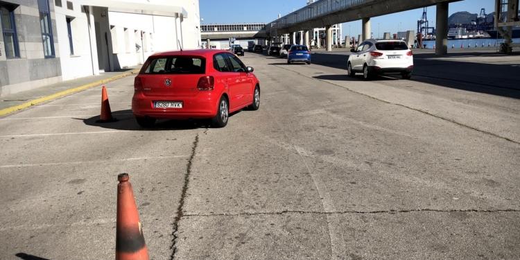 Denuncian la falta de control en el embarque de vehículos hacia Ceuta