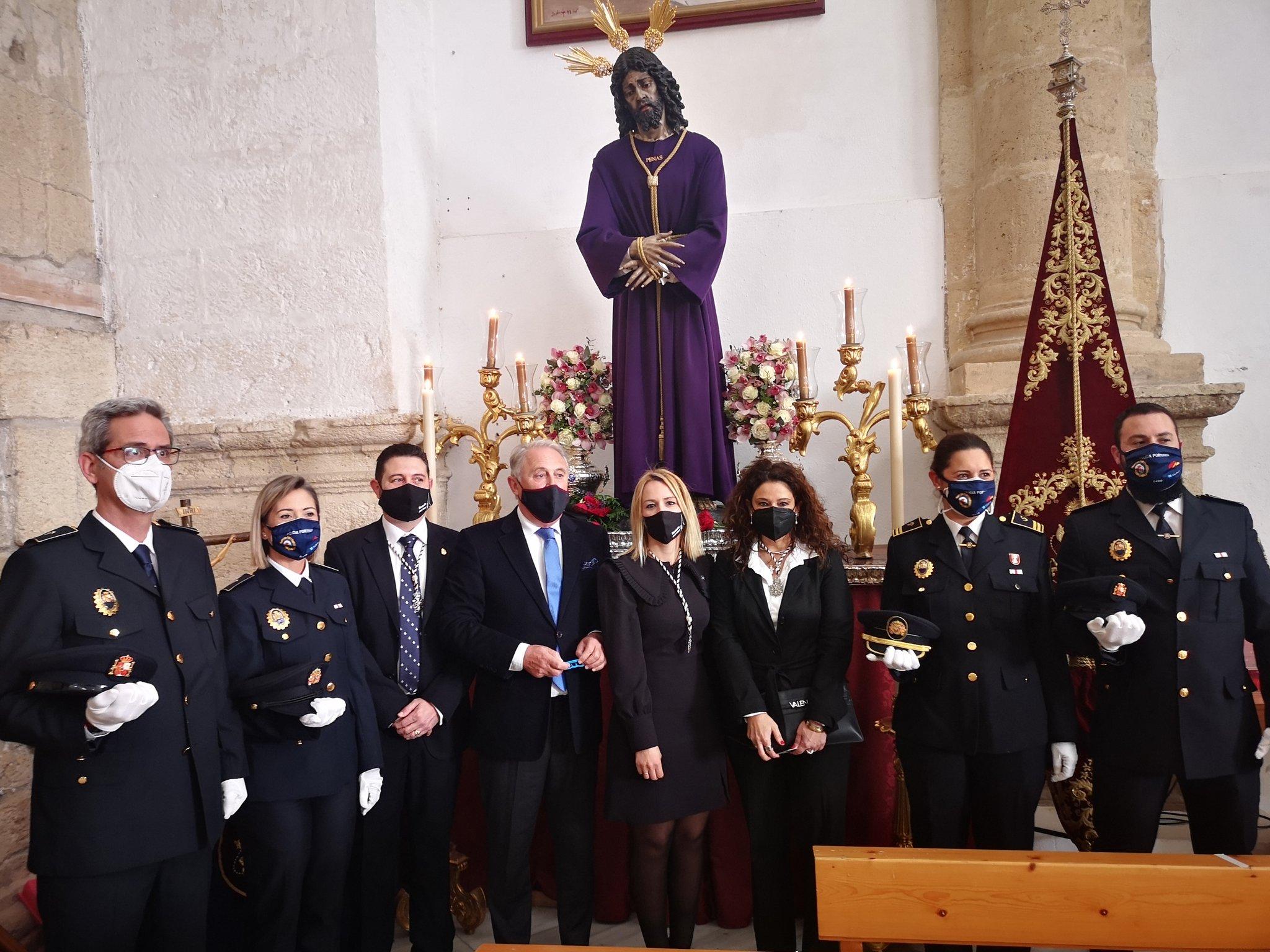 Ofrenda floral de representantes del Puerto de Almería a Nuestra Señora del Rosario del Mar
