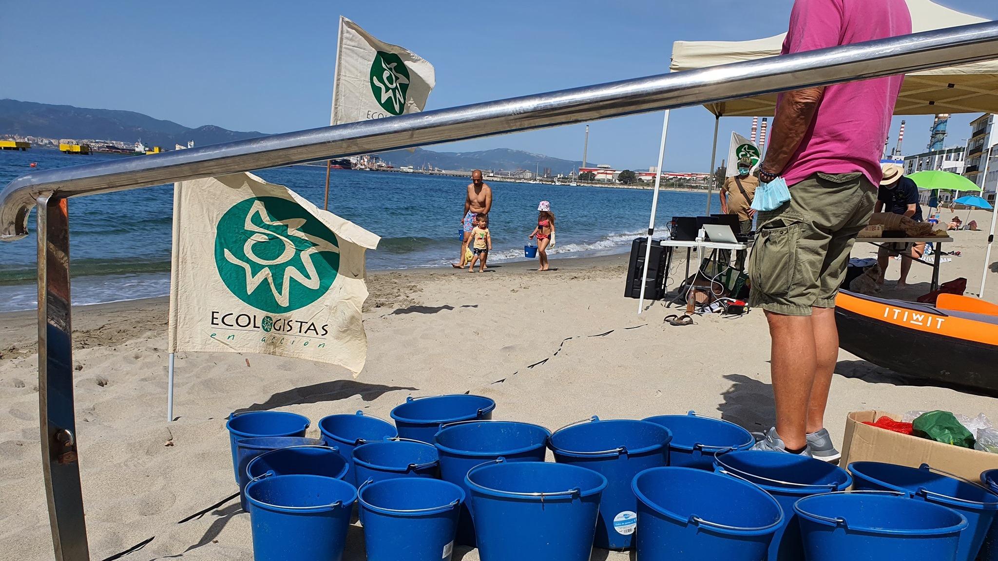 Ecologistas y submarinistas recuperan en Puente Mayorga 163 kilos de residuos