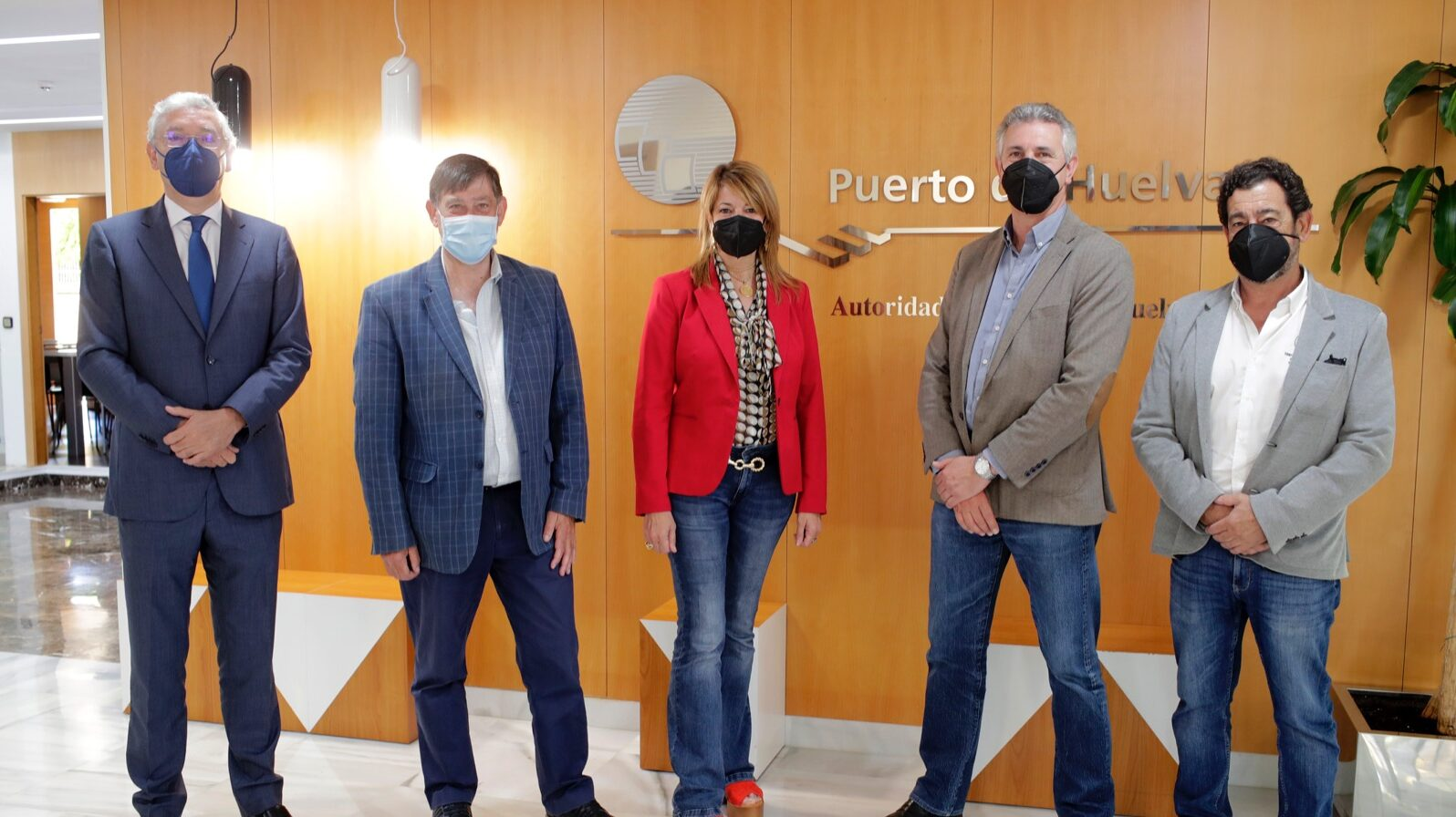 La presidenta de la Autoridad Portuaria de Huelva recibe a la adjudicataria del concurso de la marina del Muelle de Levante