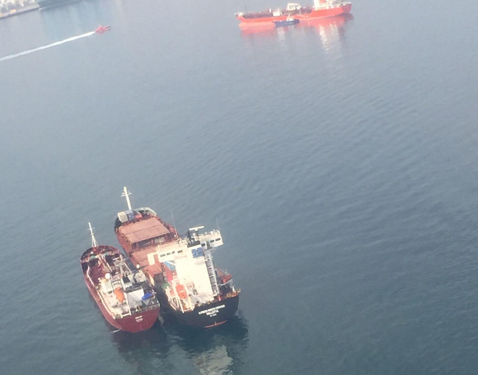 La Capitanía Marítima de Algeciras mantiene retenido un buque por un vertido en aguas de la Bahía