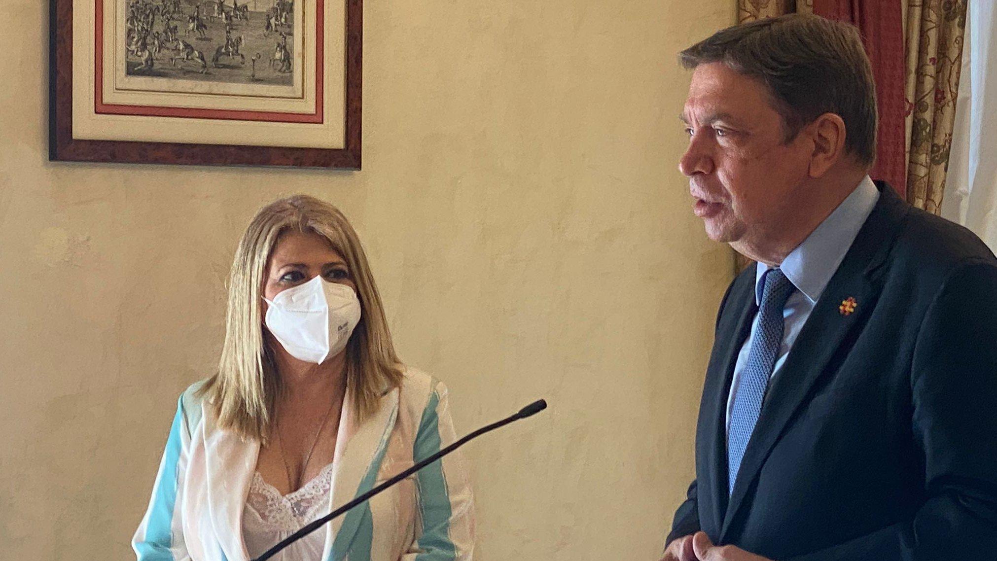 El ministro Luis Planas asegura que Transición Ecológica busca soluciones para paliar los estragos del alga asiática