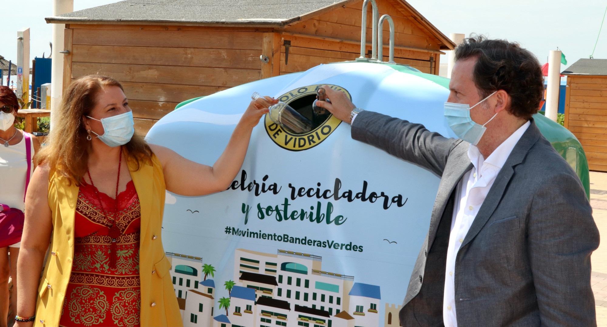 La consejera de Desarrollo Sostenible resalta la contribución de los chiringuitos a la economía andaluza