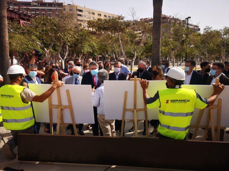 El ministro de Cultura conoce la tercera fase de restauración del Cable Inglés en el Puerto de Almería