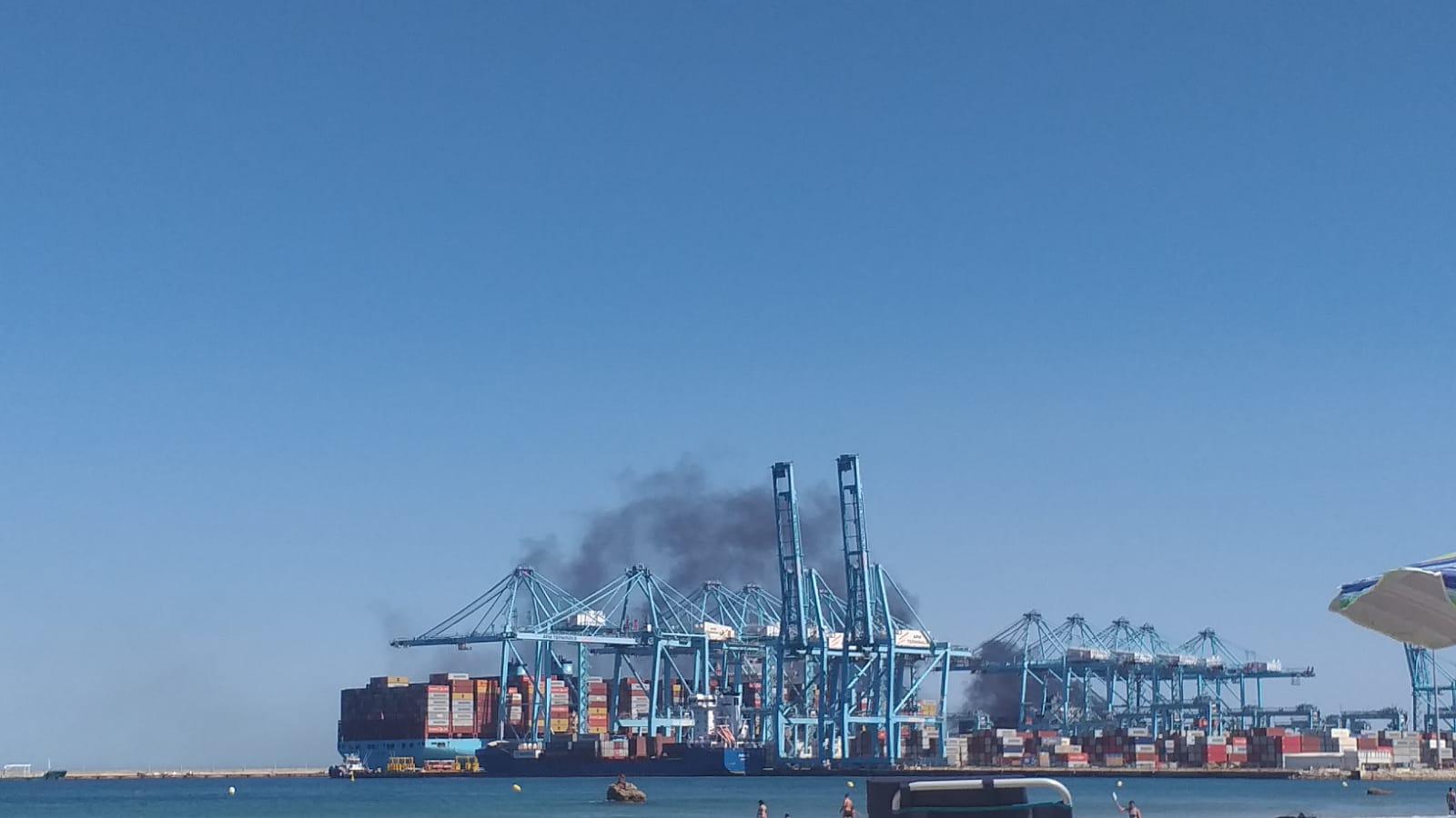 Arde una grúa de patio en la terminal de contenedores de TTIA