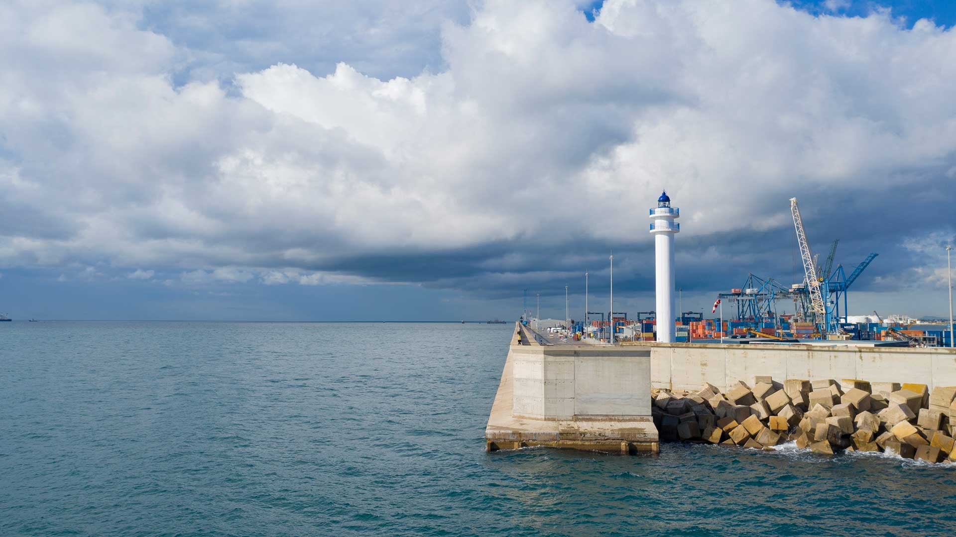 El Puerto de Castellón pone en valor los faros bajo su gestión