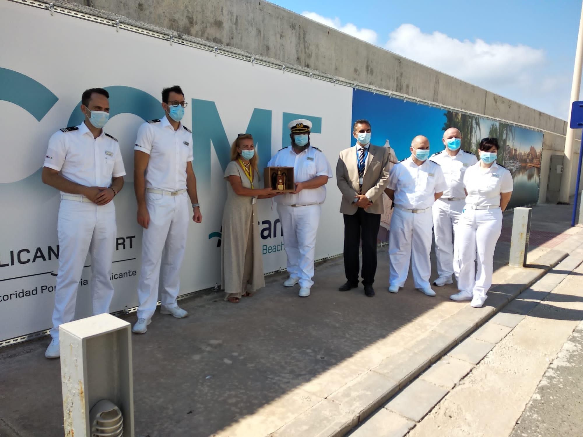 El crucero Aida Perla hace su primera escala en el Puerto de Alicante