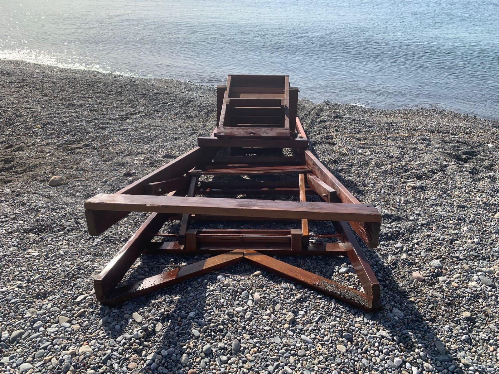 Roban parte de la malla antimedusas de la costa de Ceuta