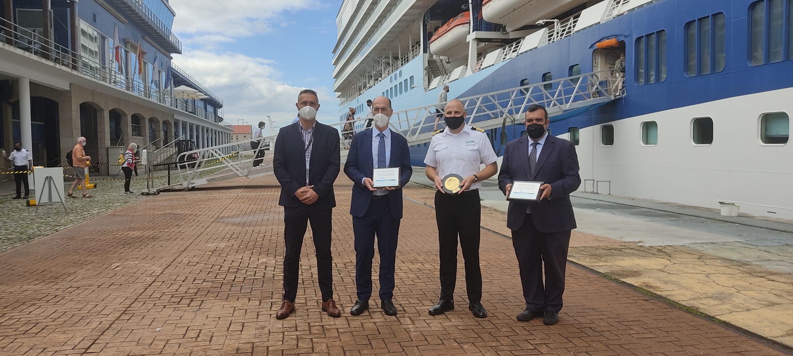 """El puerto de Vigo también se suma al """"festín"""" de cruceros"""