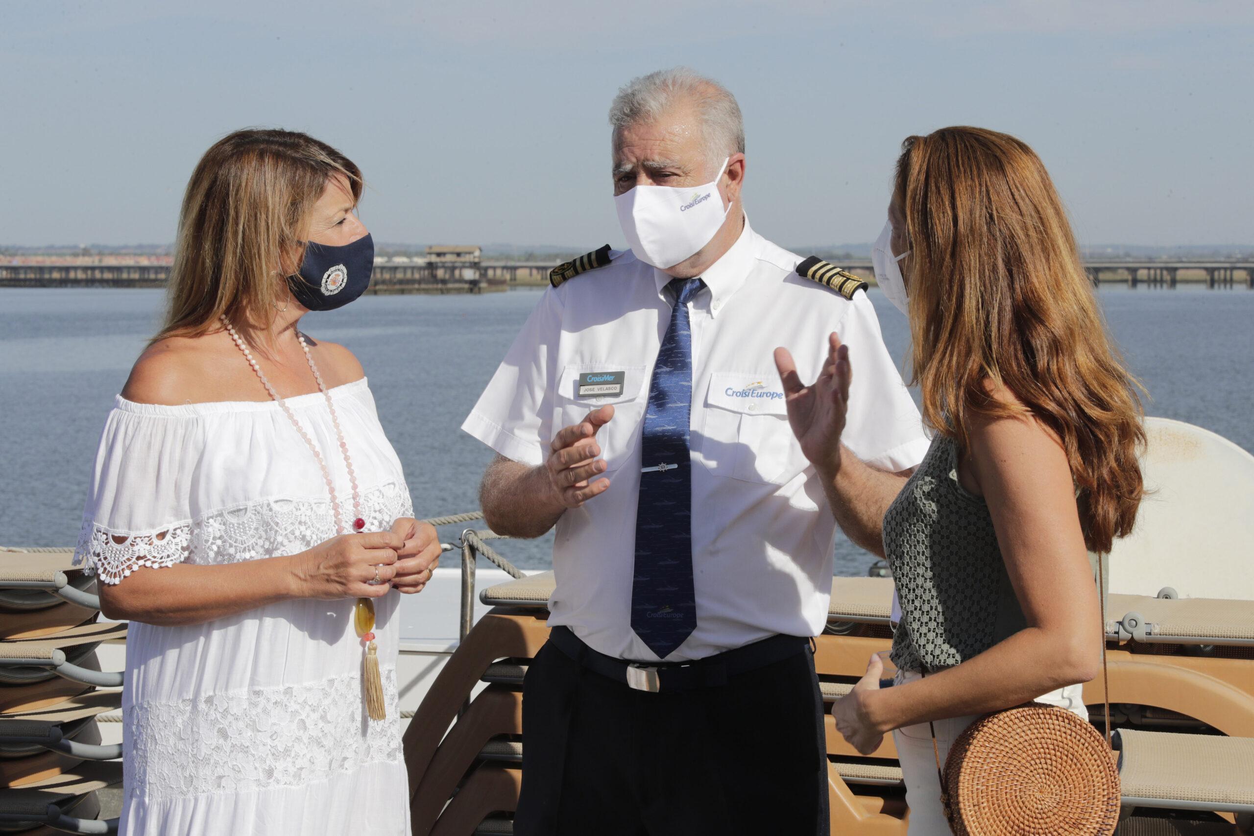El crucero La Belle de Cadix realizó escala en el Muelle de Levante del Puerto de Huelva