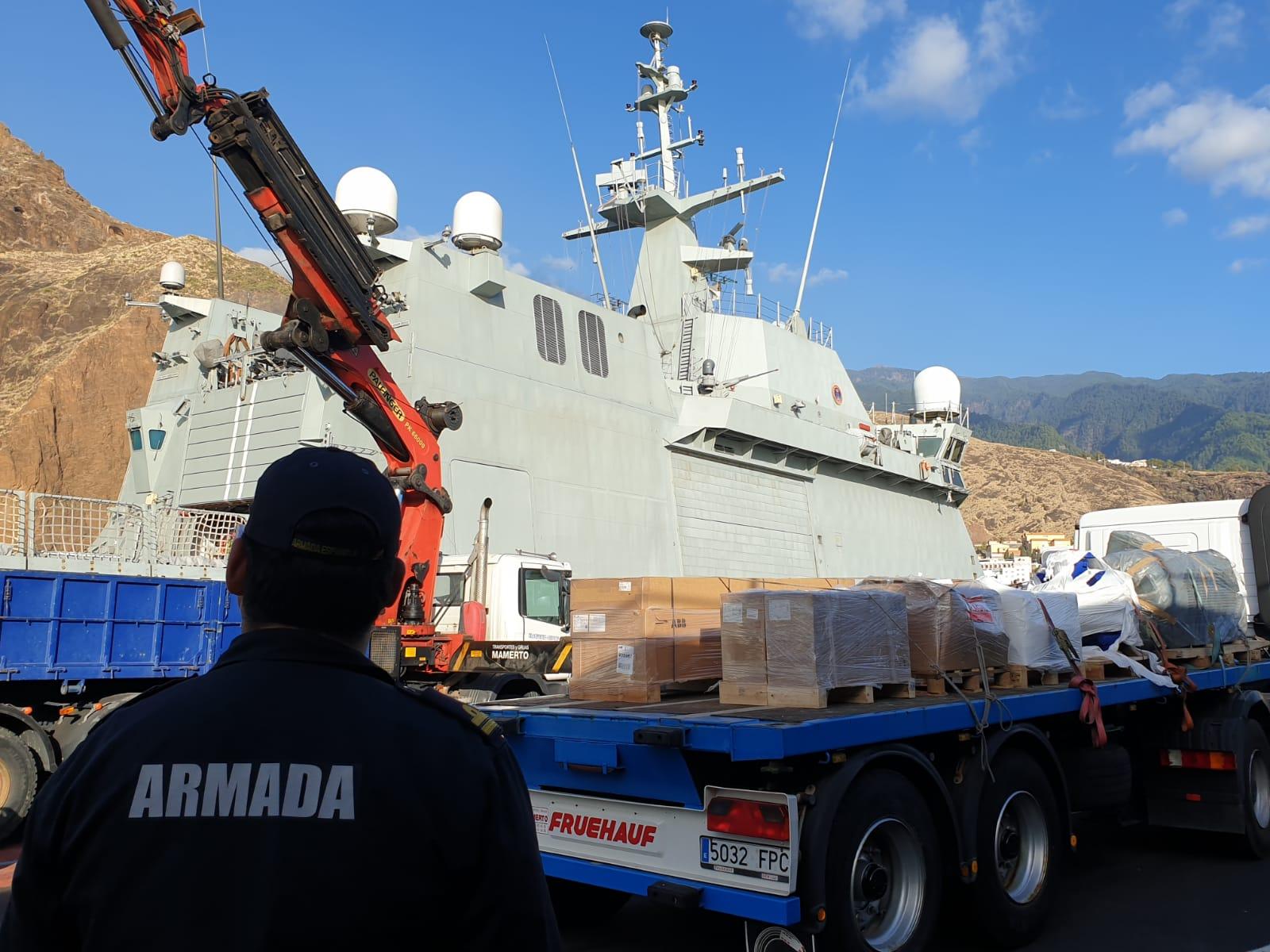 La Armada traslada material necesario para la instalación de desaladoras en La Palma