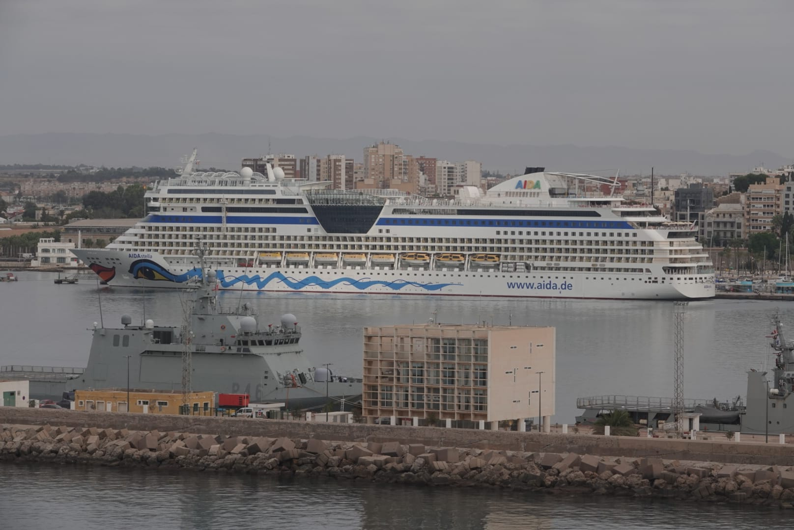 Cerca de 2.000 turistas, en el puerto de Cartagena por una triple escala de cruceros